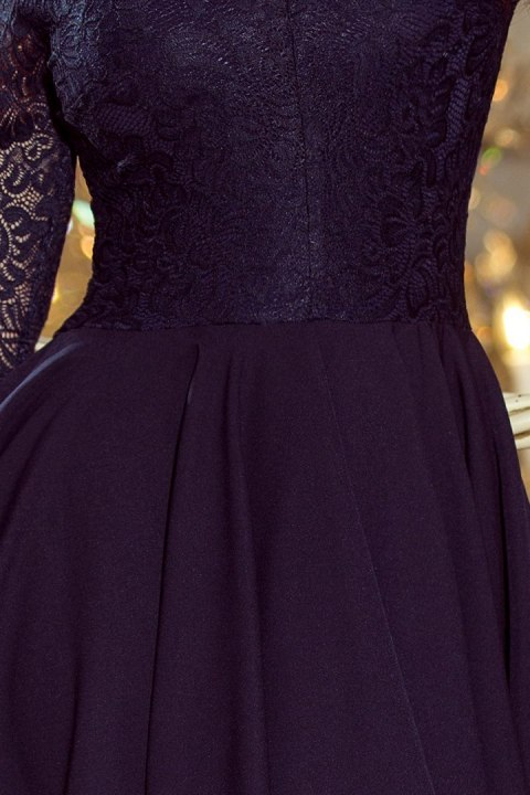 e742b70227 210-2 NICOLLE - sukienka z dłuższym tyłem z koronkowym dekoltem - GRANATOWA